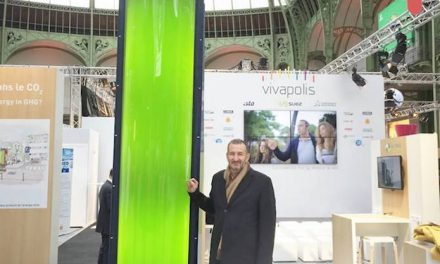 A tower to absorb CO2 thanks to algae is installed in Paris