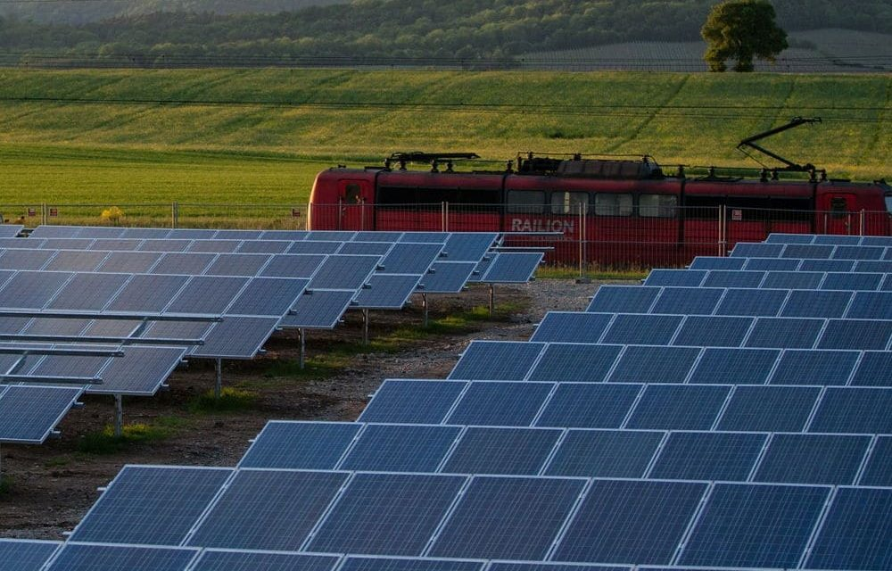 Photovoltaic railways: the sun could provide 10% of the energy for this transport
