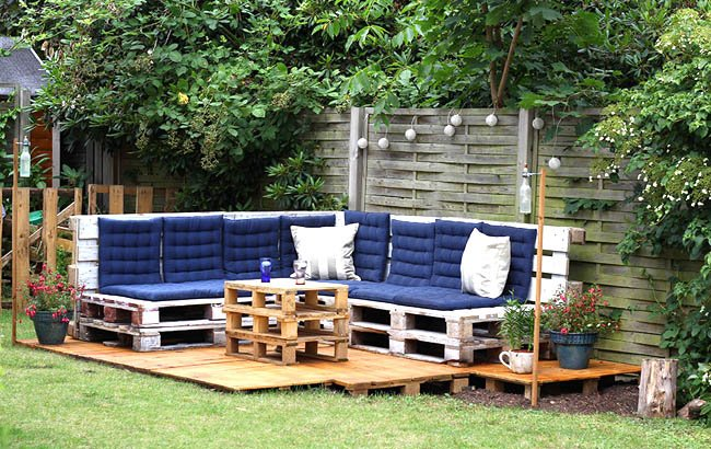 A corner with armchairs and pallet tables