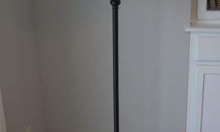 Decorate a simple floor lamp with PET bottles