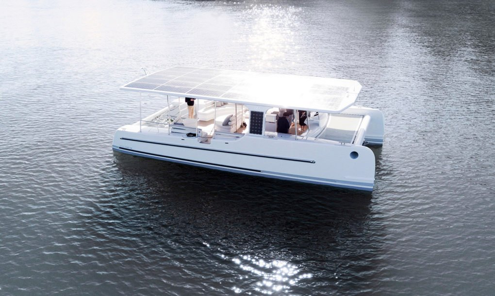 """SoelCat 12, the """"Tesla"""" of electric yachts capable of traveling 24 hours a day thanks to solar energy"""