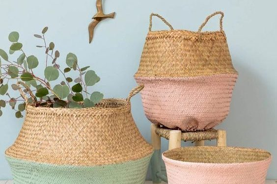 How to decorate wicker baskets with recycled materials
