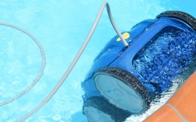 Save thousands of liters of water using a pool robot