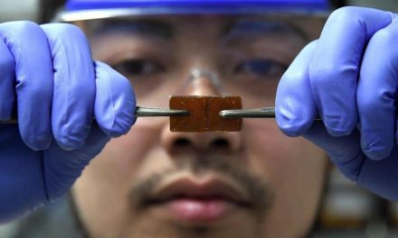 Self-healing mobile screens, closer after the discovery of a new glass