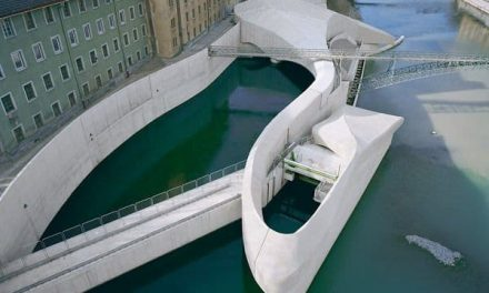 Hydroelectric power station perfectly integrated into the city