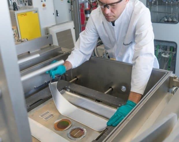Textile solar panels for the manufacture of photovoltaic fabrics