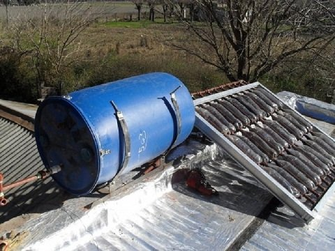 How to build a homemade solar heater from plastic bottles