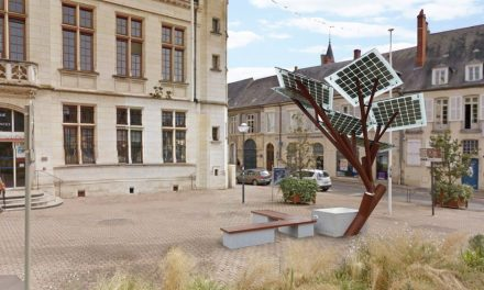 Europe plants its first eTree, the solar tree that generates energy, is a Wi-Fi provider and powers night lighting