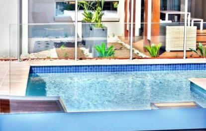 How to take advantage of solar energy to heat swimming pool water
