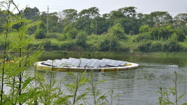India's photovoltaic power goes from land to water