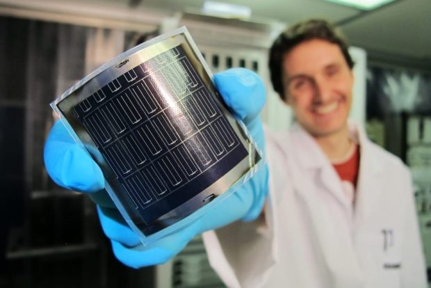Double-sided Si-perovskite solar cells, record performance