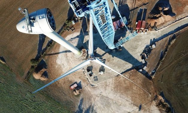 The first wind turbine in Spain purchased between individuals is underway